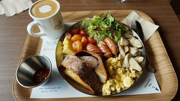 【南浦站】超豐盛早午餐 還可寄未來明信片 – 會說中文的Check in Busan 咖啡廳