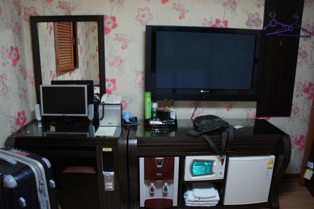 【新村站】物超所值平價高檔『A MOTEL 아모텔』(40吋大液晶電視、上網電腦、交通方便、通中文)