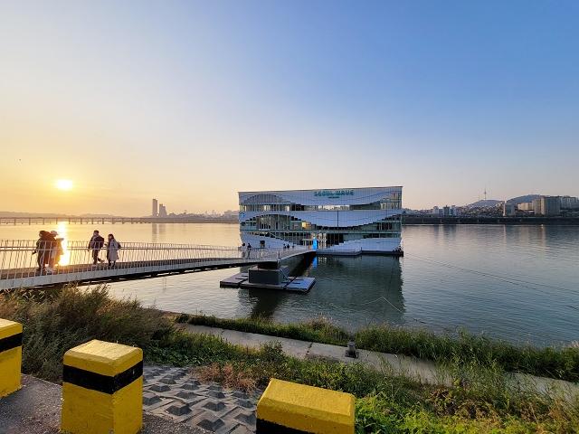 【蠶院站】開在漢江上的景觀 星巴克 咖啡廳 SEOUL WAVE ART CENTER (스타벅스 서울웨이브아트센터점)
