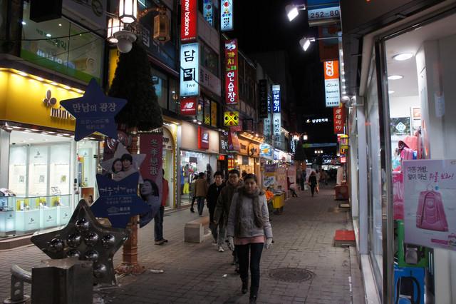 【春川站】唯美浪漫的流行&美食大街 – 春川明洞춘천 명동