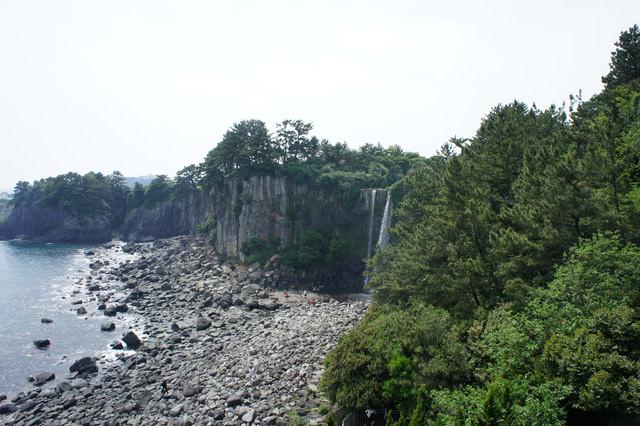 【濟州島-西歸浦市】亞洲唯一直接流入海的 정방폭포正房瀑布+徐福公園+七十里美食一條街