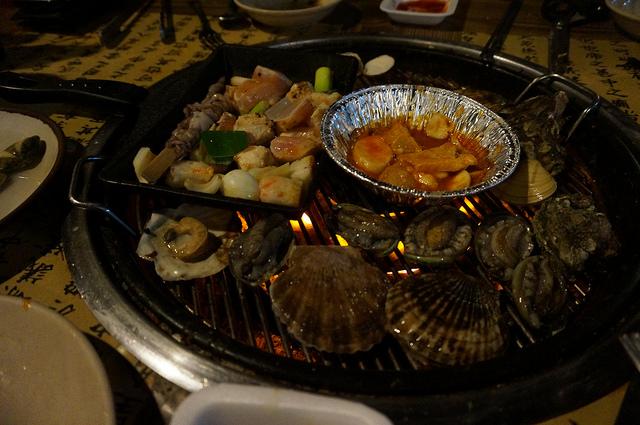 【往十里站】海鮮貝殼倉庫조개창고(干貝、鮑魚、貝類、海鮮 現抓現烤吃到飽~)