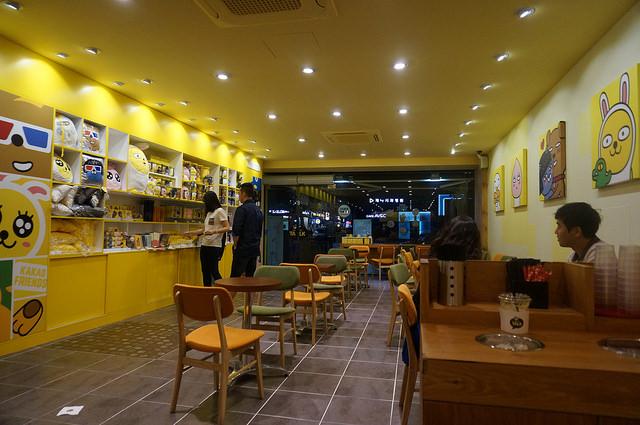 【論峴站】韓國最大通訊APP – KAKAO TALK 實體門市 & 咖啡廳(CAFFE TALK카페톡 -江南大路店)!~ 與貼圖明星一起喝咖啡吧!
